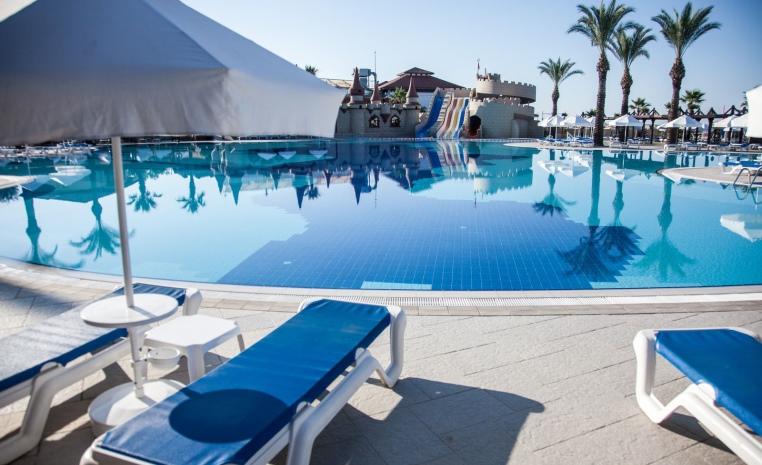 Im Herbst nochmal ans Meer? Sonne tanken mit TUI tui hotels strand sonne angebote und specials angebot  tui berlin tui blue palm garden pool