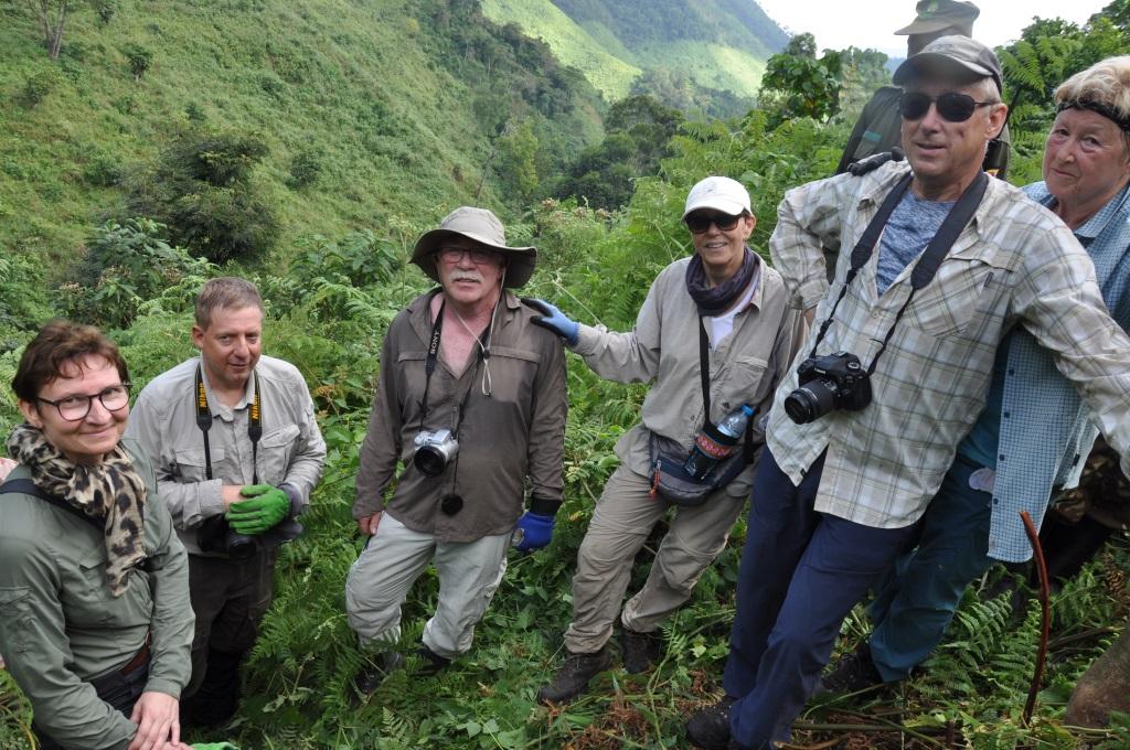 Gorilla Trekking in Uganda   unser Besuch bei den sanften Riesen uganda sonne safari reisebericht new afrika  tui berlin uganda gorilla trekking reisegruppe 3