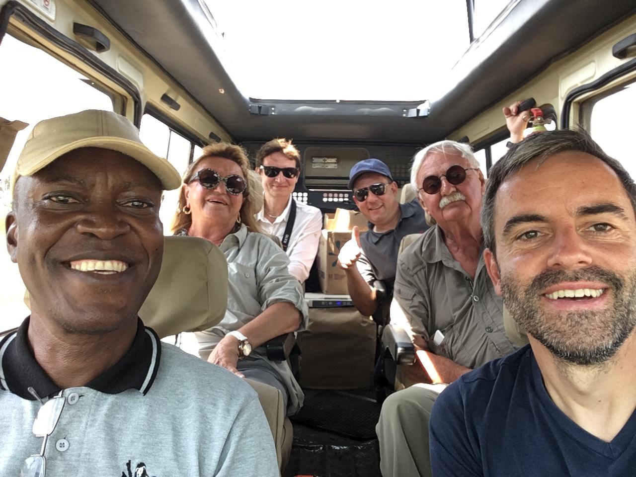 Gorilla Trekking in Uganda   unser Besuch bei den sanften Riesen uganda sonne safari reisebericht new afrika  tui berlin uganda gorillatrekking reisegruppe