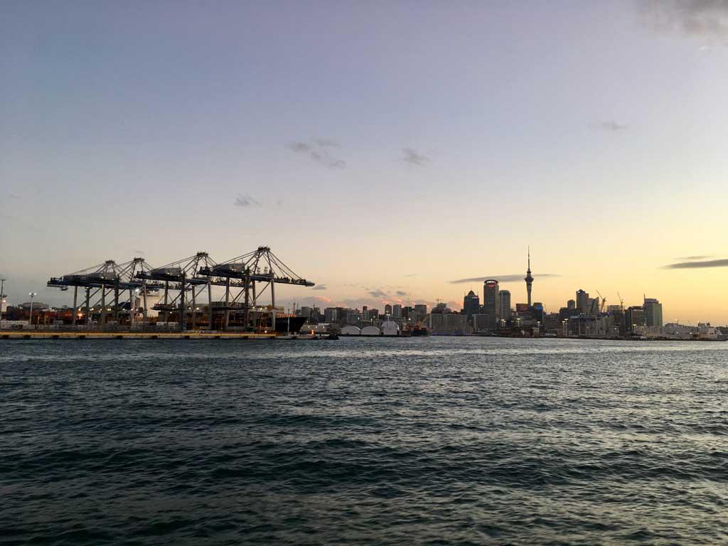 TUI, Reisebüro, Berlin, Neuseeland, Experte, Nordinsel, Auckland, Hafen, Skyline, Abend