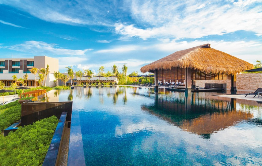 TUI Berlin, Deals der Woche, airtours, Luxushotel, Four Seasons Maldives at Landaa Giraavaru, Kempinski Hotel Soma Bay, NIZUC Resort & SPA, Angebote