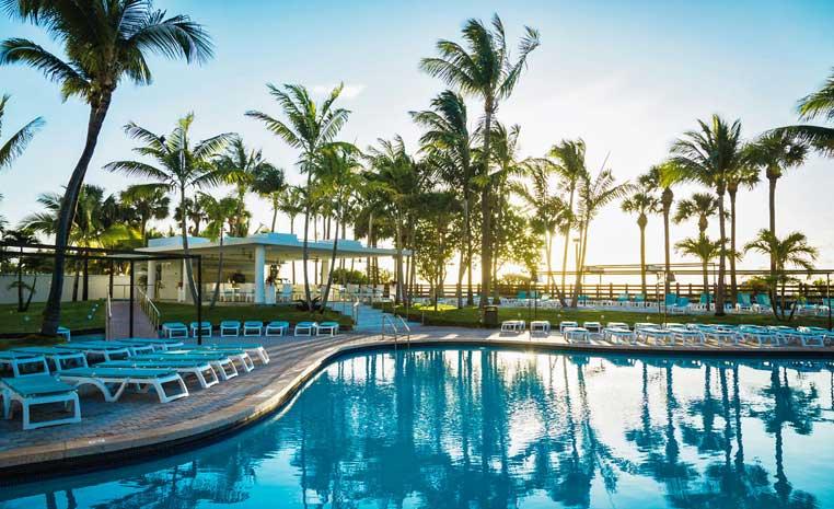 50€ Rabatt auf alle Hotels in den USA, Vietnam, Indonesien und Indien! tui hotels strand sonne angebote und specials angebot  tui berlin riu plaza miami beach pool