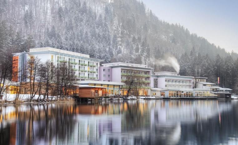 Mit TUI in den Skiurlaub   Jetzt 50€ sparen winterurlaub tui hotels angebote und specials angebot  tui berlin robinson landskron außenansicht