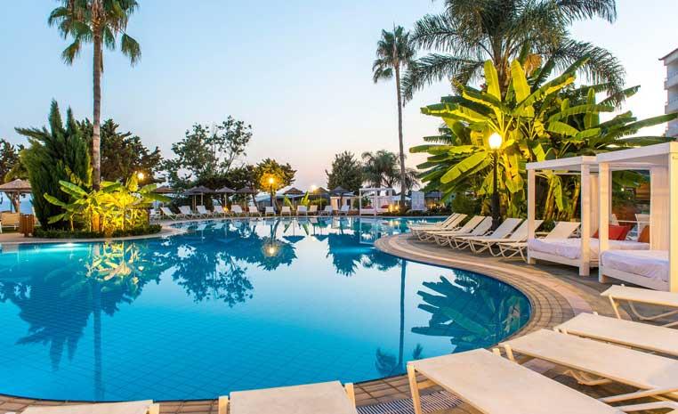 Insel der Götter: Zypern entdecken mit TUI zypern tui hotels strand sonne angesagte reiseziele angebote und specials angebot airtours hotels  tui berlin sensimar atlantica bay lagoon pool