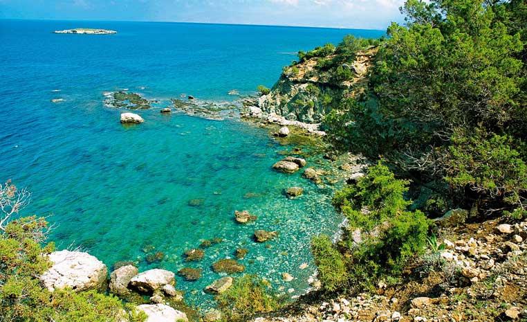 Insel der Götter: Zypern entdecken mit TUI zypern tui hotels strand sonne angesagte reiseziele angebote und specials angebot airtours hotels  tui berlin zypern landschaft bucht