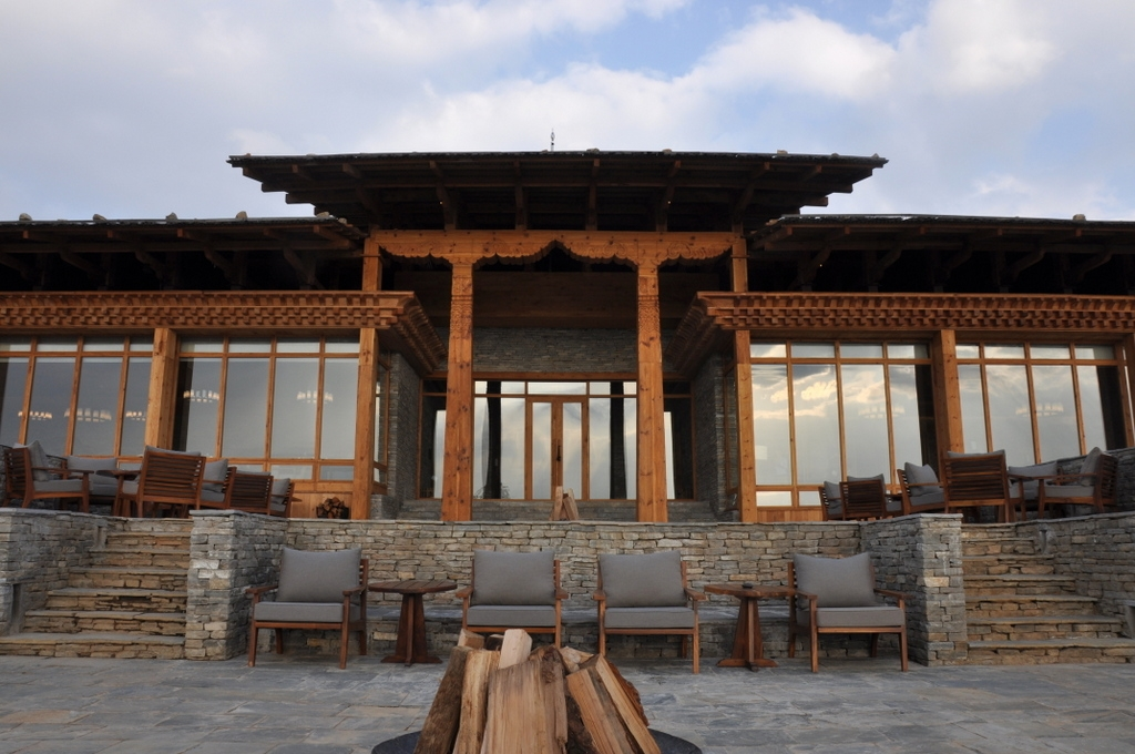 Außenansicht Six Senses Paro Lodge, Bhutan - World of TUI Berlin Reisebericht