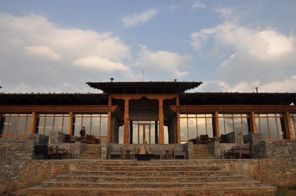Außenansicht der Six Senses Paro Lodge - World of TUI Berlin Reisebericht