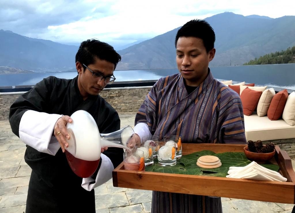 Bhutanisches Spezialgetränk, Bhutan - World of TUI Berlin Reisebericht