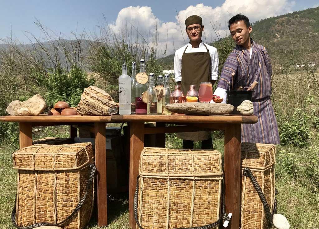 Picknick gegenüber des Punakha Dzong, Bhutan - World of TUI Berlin Reisebericht