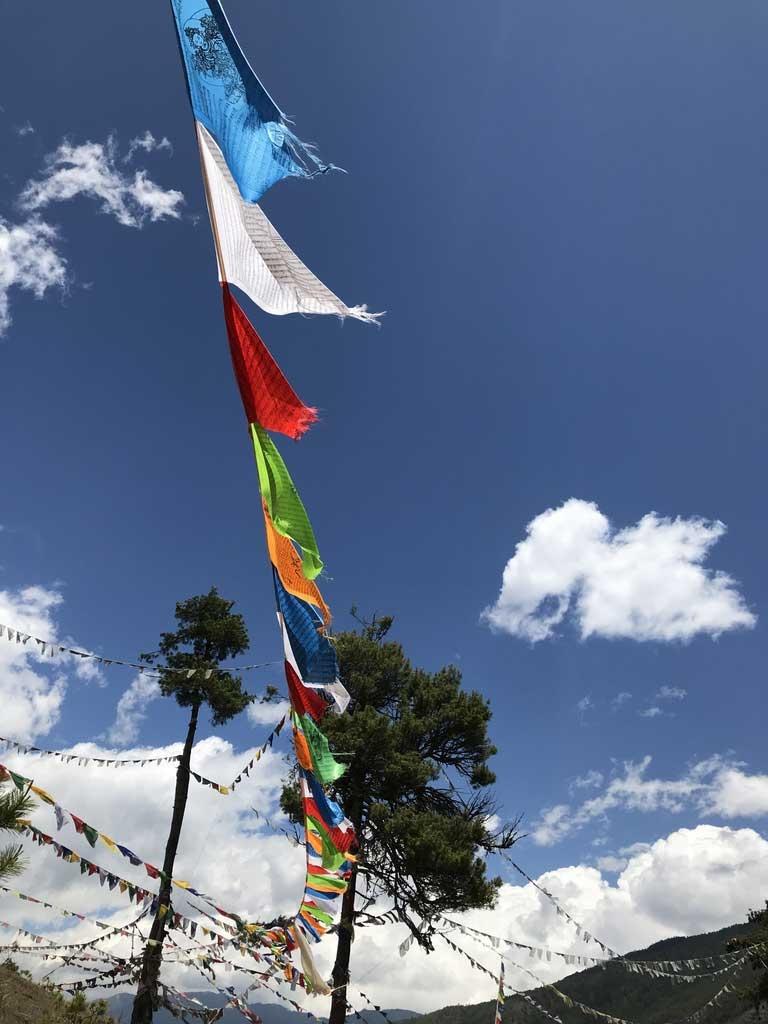Gebetsfahnen in Bhutan - World of TUI Berlin Reisebericht