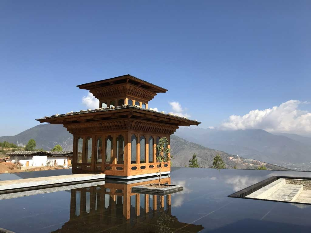 Infinitypool in der Six Senses Thimphu Lodge, Bhutan - World of TUI Berlin Reisebericht