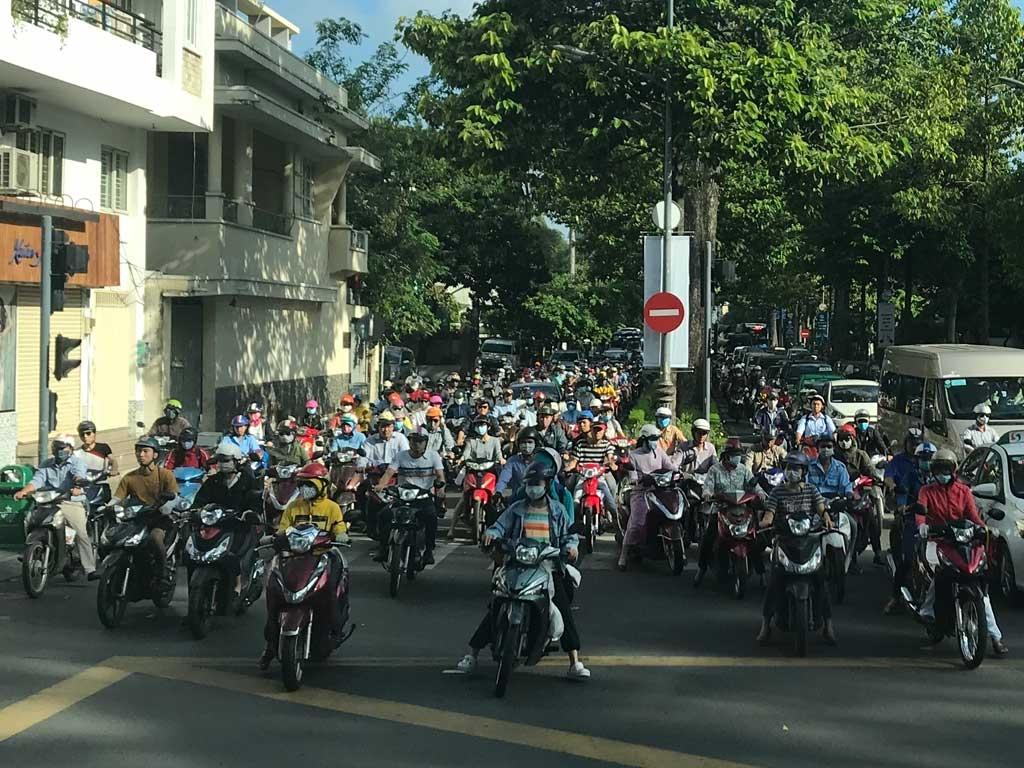Unterwegs durch Vietnam   Meine kulinarische Reise von Nord nach Süd vietnam reisebericht new  tui berlin vietnam mopeds in saigon 1024x768