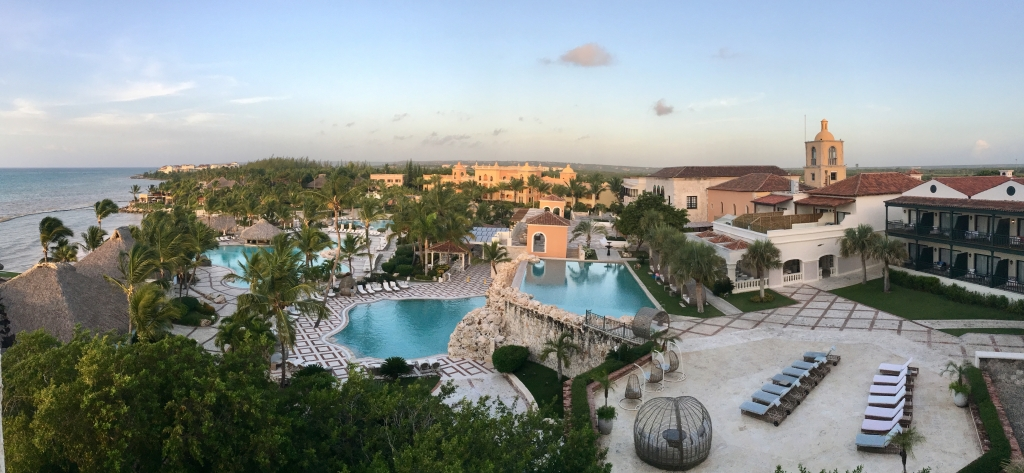 Poolbereich im Sancuary Cap Cana in Punta Cana - World of TUI Berlin Reisebericht