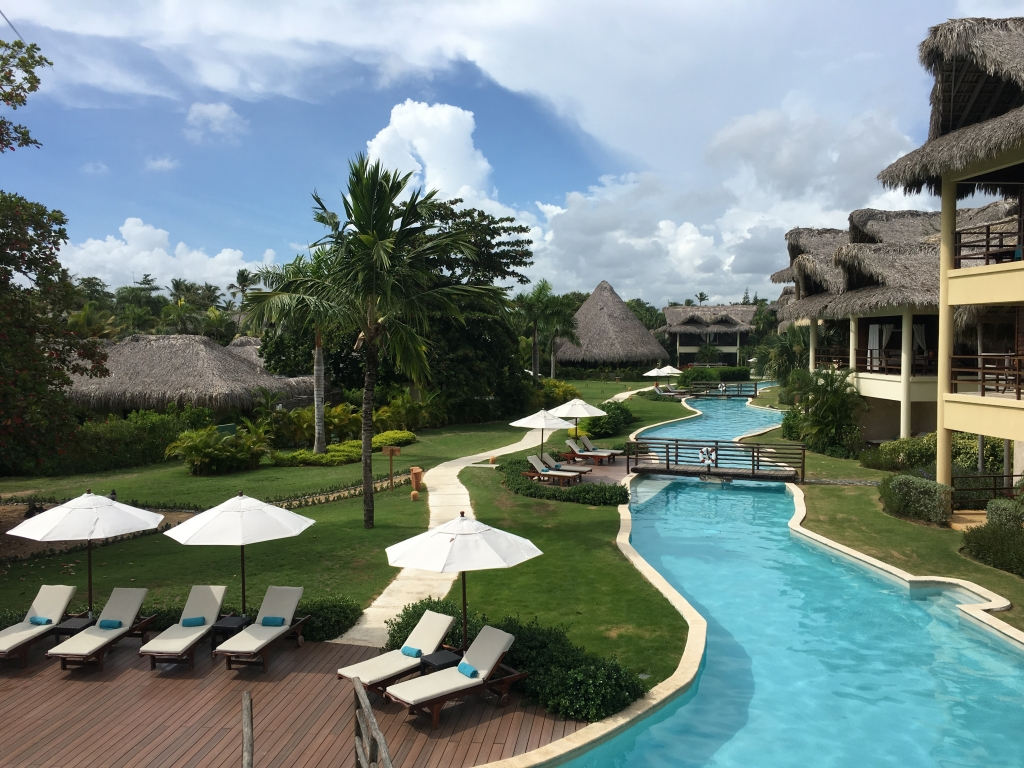 Poolbereich im Zoetry Agua Punta Cana - World of TUI Berlin Reisebericht