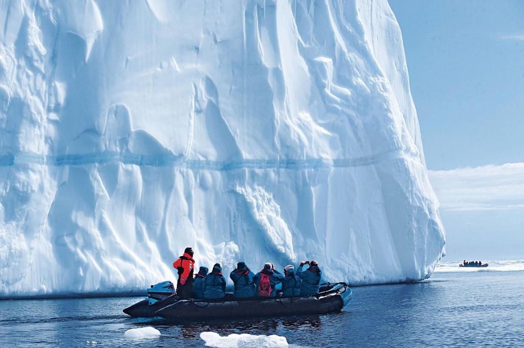 Hanseatic nature Zodiacs Antarktis Hapag Lloyd Cruises