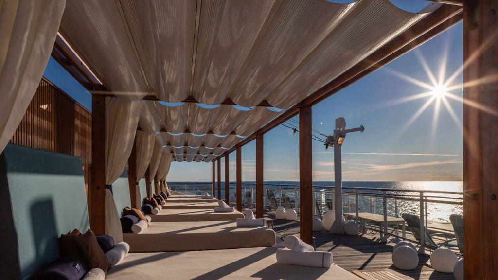 Relaxen auf dem Sonnendeck der MS Europa 2