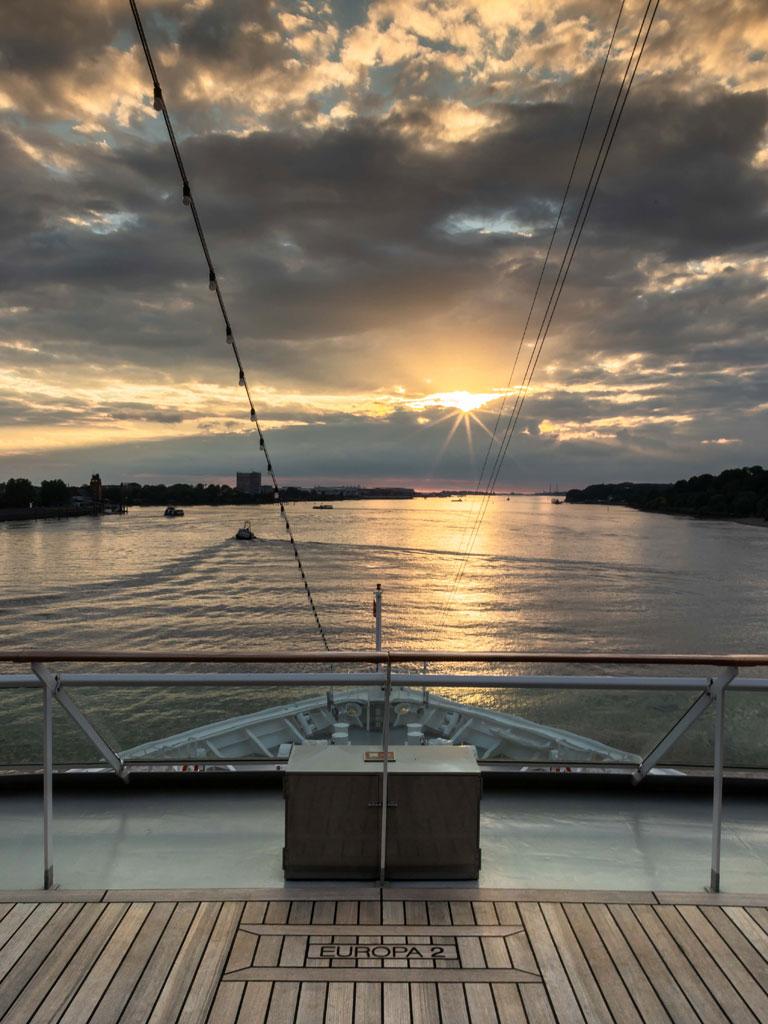 Fahrt über die Elbe mit der MS Europa 2