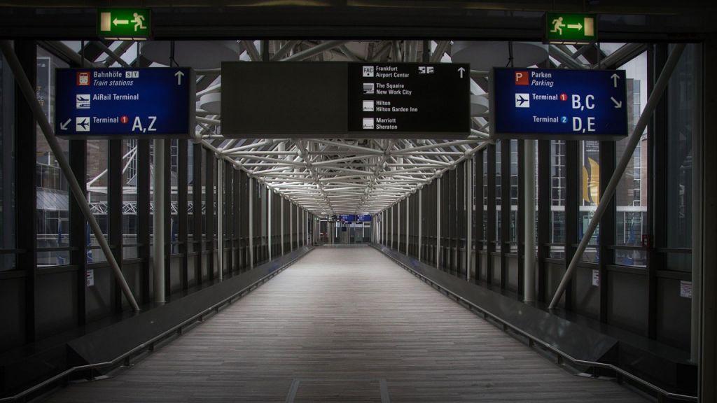Leere Gänge im Flughafen Frankfurt