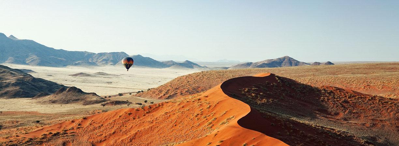 Namibia-Dünen-Namibrand_Sossosvlei-auf-der-Luft-mit-Hot-Air-Ballon-im-Hintergrund