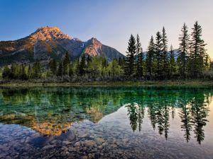 Mount Lorette Ponds in Kanada