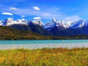 Berglandschaft mit See in Alaska