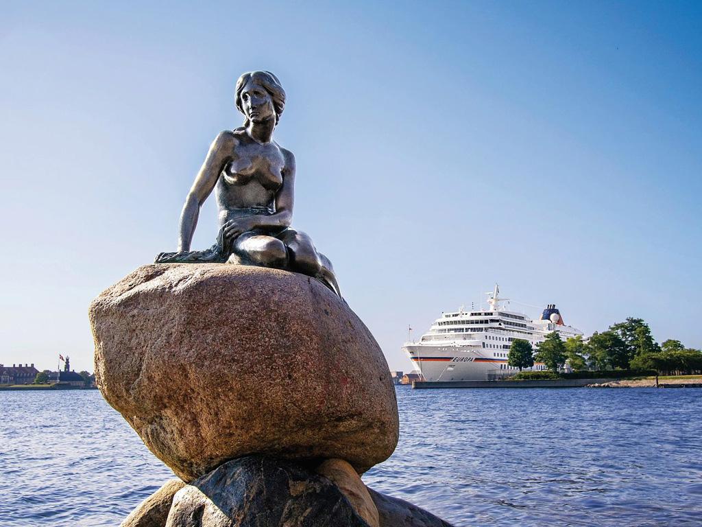 Hafen von Kopenhagen mit der EUROPA im Hintergrund