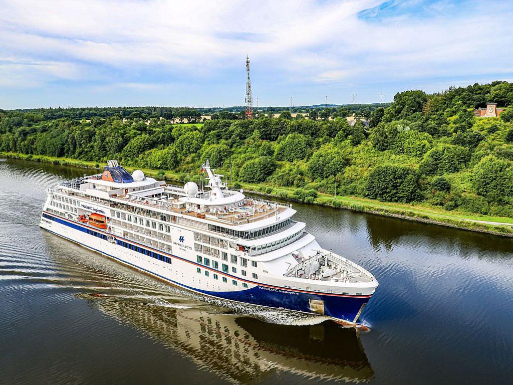 HANSEATIC inspiration im Nord-Ostsee-Kanal