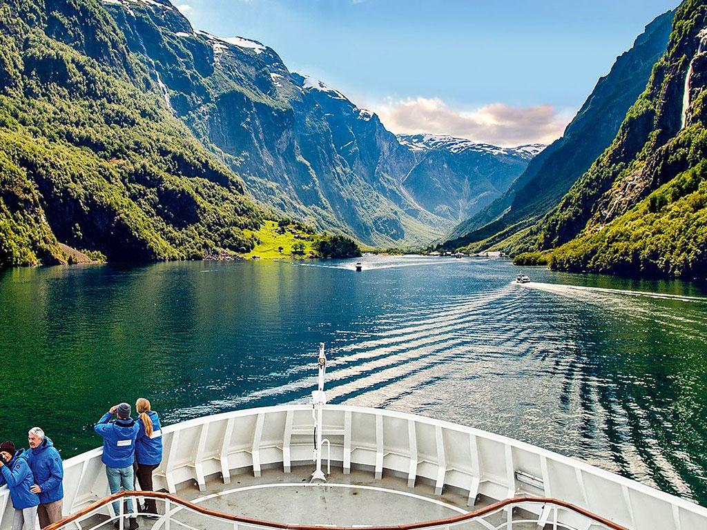HANSEATIC inspiration in einem Fjord in Norwegen