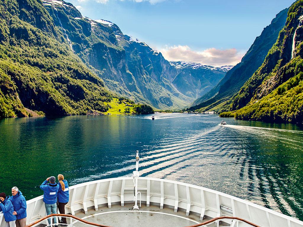 Fahrt durch einen norwegischen Fjord