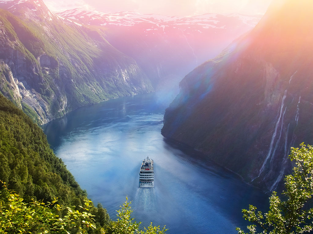 Atemberaubender Fjord in Norwegen mit der HANSEATIC