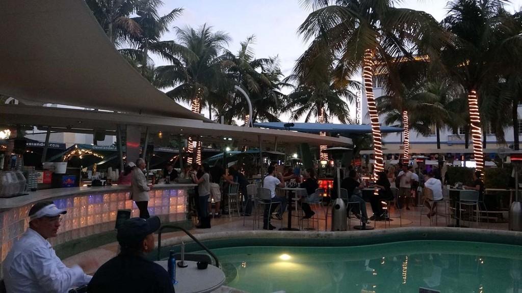 Florida. Sunshine State mit Corvette und Sunshine. usa sonne karibik mittelamerika  Ocean Drive Bar 1024x576