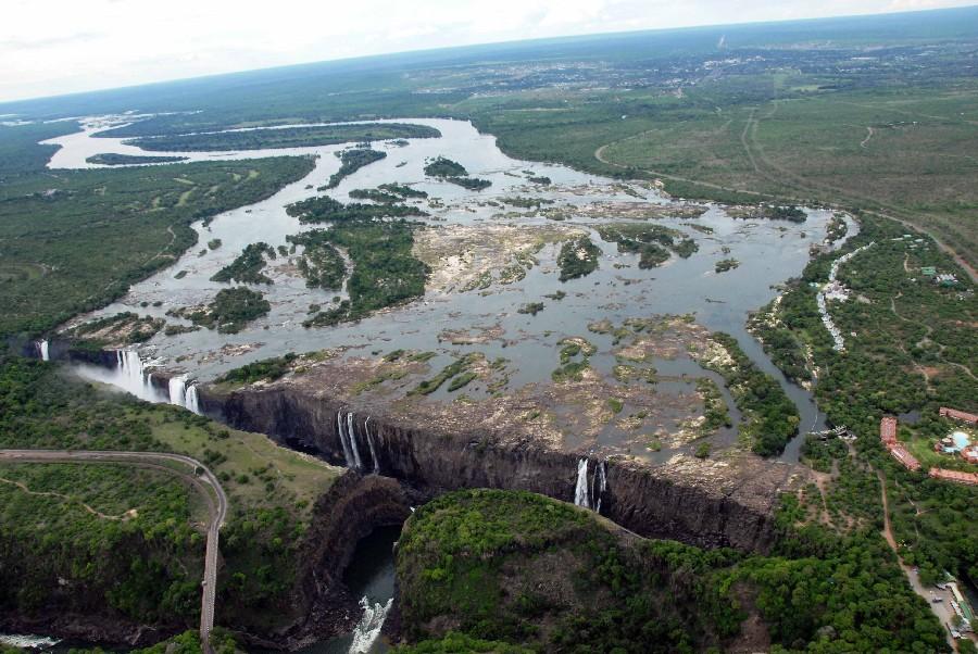Mit Gebeco von Namibia über den Chobe National Park zu den Viktoriafällen sonne simbabwe safari land und leute namibia botswana afrika  sim victoriafalls13 1